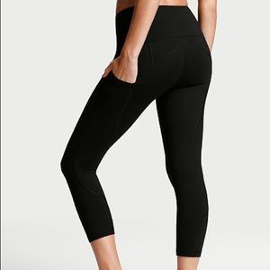Knockout by Victoria Sport Pocket Capri ~ NWT Lrg